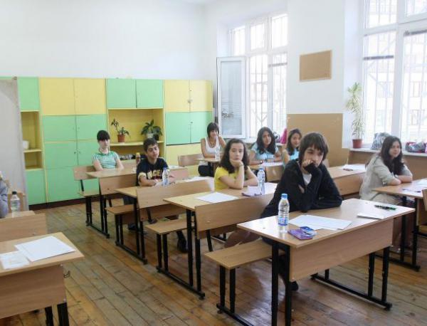 photo of Преквалифицират половината учители