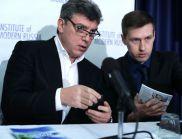 """Убийството на Немцов оформя страшните """"ние"""" и """"те"""""""
