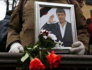"""""""Восъчното"""" лице на Немцов в ковчега шокира дошлите да се простят с него"""