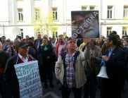 Стотици граждани поискаха оставката на Рашидов