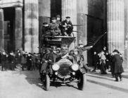Приета е Ваймарската конституция