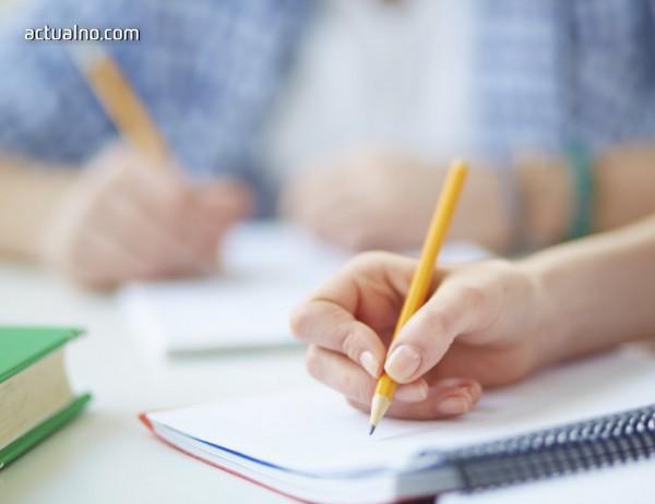 Над 15 000 ученици се обучават у дома