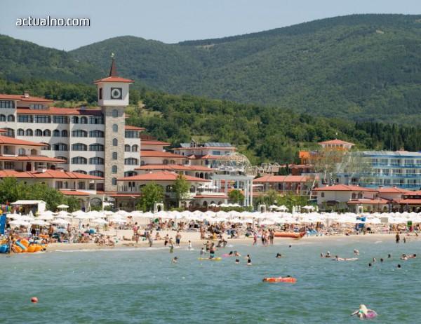 Държавата на проверка в Слънчев бряг: 32 преместваеми обекта и на трите плажа са с нарушения