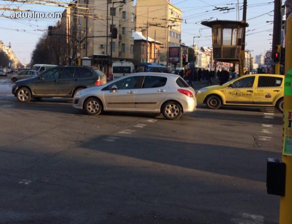 От 27 септември най-вероятно в София ще глобяват шофьори, позволили да им мият прозорците на кръстовище