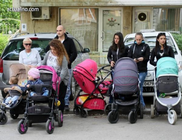 Българките стават майки най-рано в ЕС