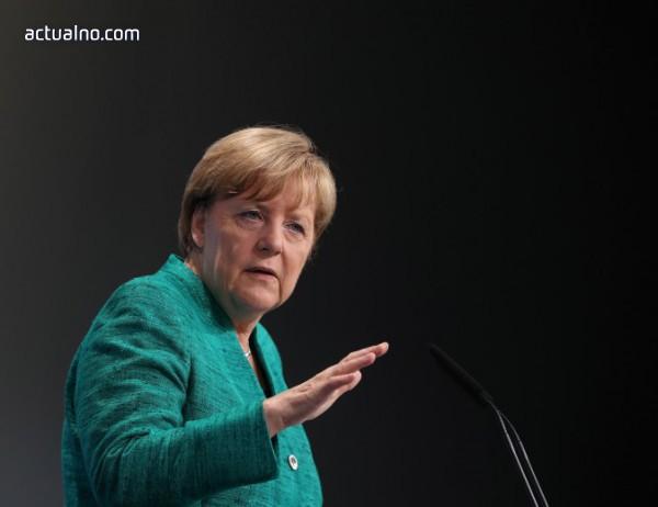 """Меркел призова за спиране на """"клането"""" в Сирия"""