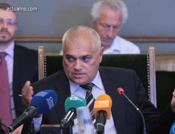 Министър Радев: Оградата по границата е изцяло готова