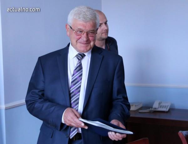 Ананиев: Подписах договорите за закупуване на апаратура за хемодиализа