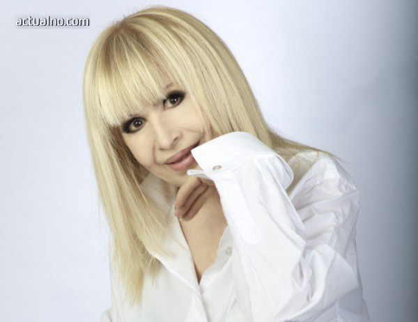 Лили Иванова представя три нови песни на концертите си в НДК