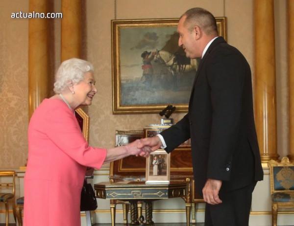 Радеви се срещнаха с кралица Елизабет II и я поканиха в България (СНИМКИ, ВИДЕО)