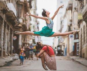Да танцуваш по улиците на Куба
