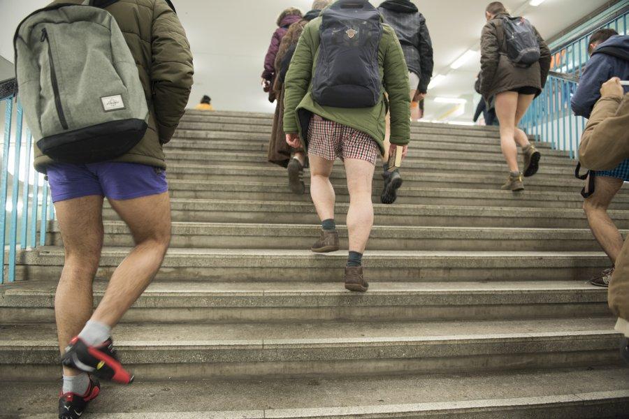 Ентусиасти пътуваха по бельо в берлинското метро (18+)