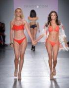 Моделите бельо и бански на Yandy Swim Show