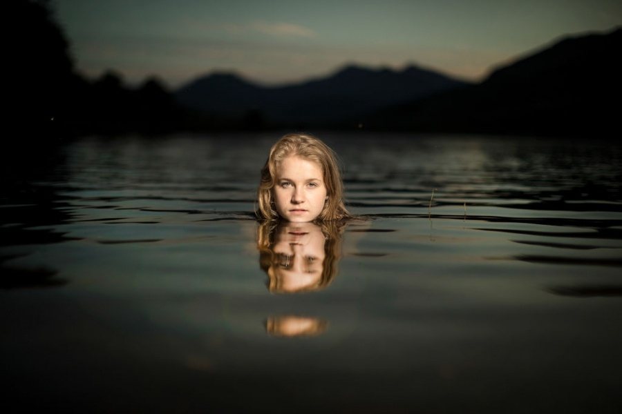 Нощно плуване в езеро в Сноудония