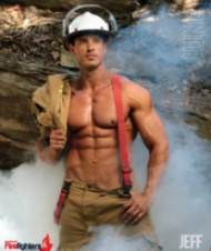 Пожарникари се снимаха полуголи за добра кауза