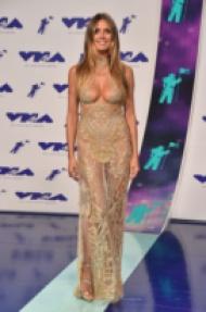 Тоалетите на наградите VMA 2017