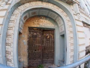 Реставрират някогашната Софийска банка във Варна