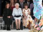 Кралица Елизабет II посети за първи път Британската седмица на модата
