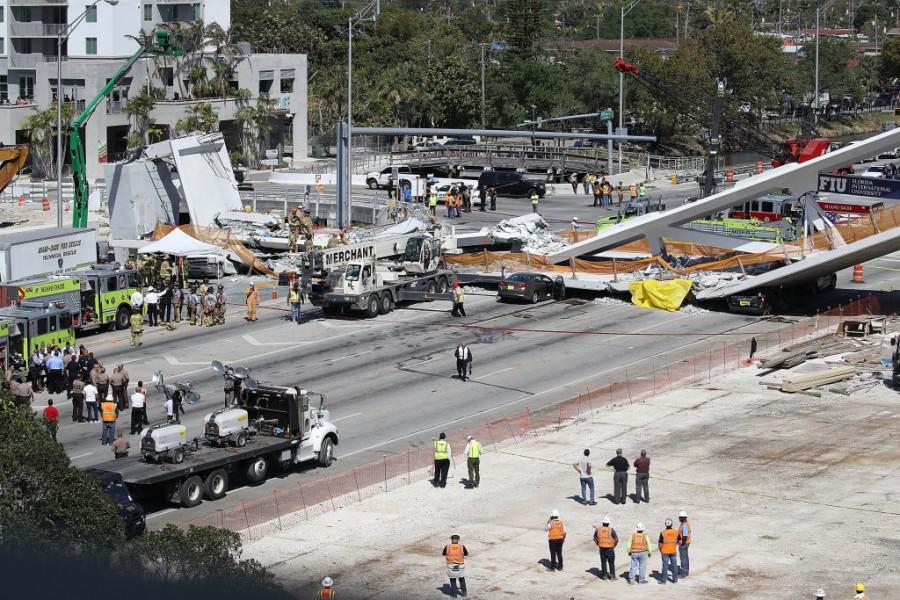 Мост се срути във Флорида