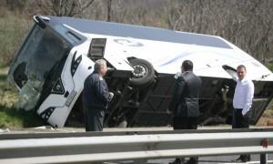 """Автобус се преобърна на АМ """"Тракия"""" край Вакарел"""
