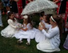 """Най-младата """"слънчева невеста"""" в Асеновград на Еньовден е на 9 месеца"""