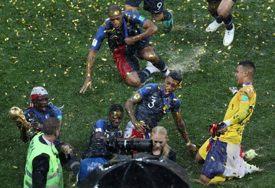 Франция лудее и куфее с мечтания трофей