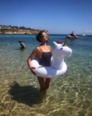 Нина Добрев се забавлява в Гърция