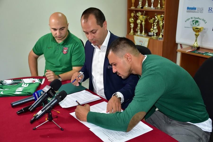 Звездният Божинов подписа със скромния Ботев (Враца)