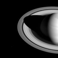 Сатурн в черно и бяло