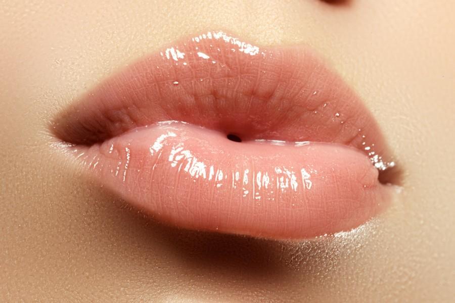 гланц за устни