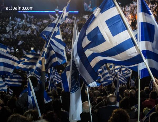 photo of Гръцки комунисти опитаха да свалят статуята на Труман в Атина