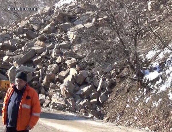photo of Опасност от падащи камъни между Асеновград и Смолян