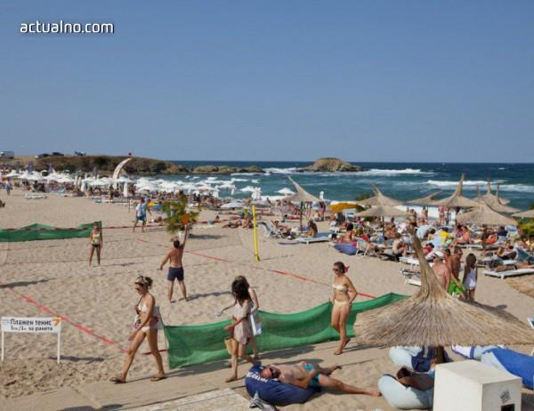 photo of 10 лева за чадър и шезлонг на северния плаж в Ахтопол