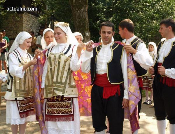 photo of Сватбени обичаи от цялата страна представят в Етъра