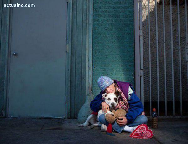 photo of Този човек живееше на улицата 10 години, докато една жена не стори това...