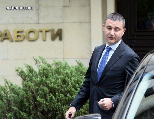 photo of Горанов обяви, че не е обсъждана оставката на Валери Симеонов