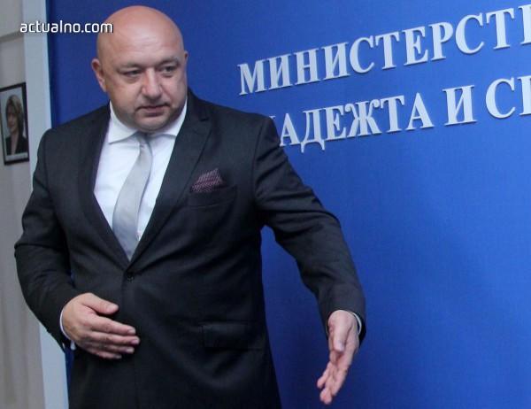 photo of Кралев: Грешка е да санкционираме клубовете за хулиганството, ще наказваме лично
