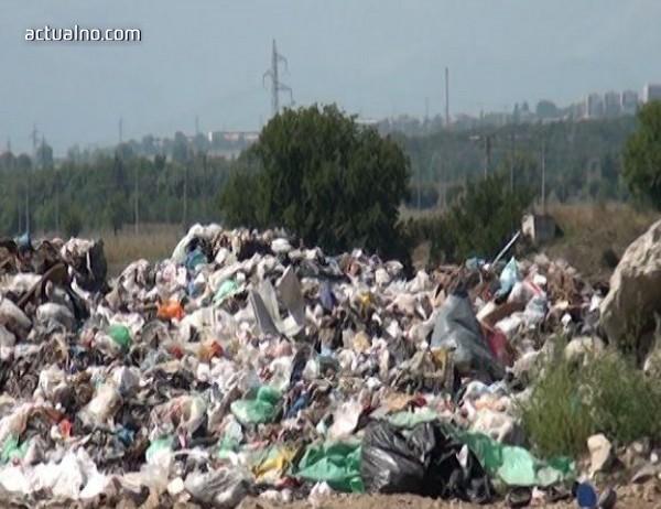 photo of Задържаха шофьори на камиони, опитал да депонират отпадъци в гора