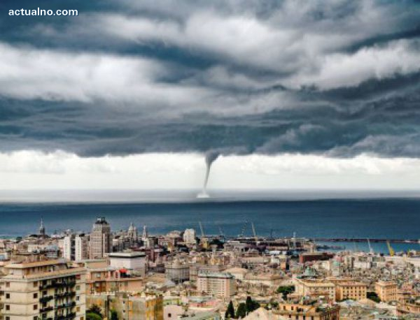 photo of Руски турист снима страховито торнадо в Генуа (СНИМКИ)