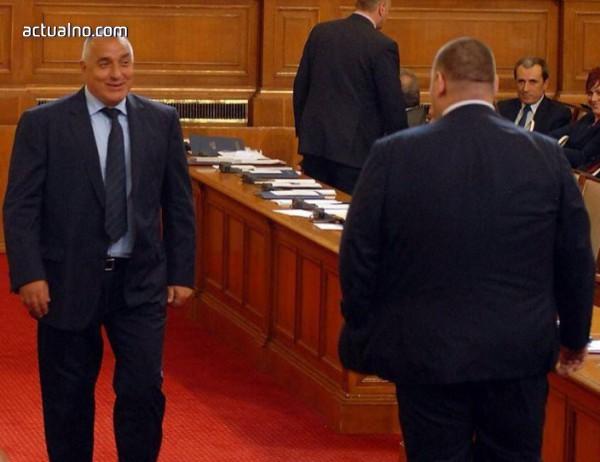photo of ГЕРБ и ДПС се прегърнаха окончателно и законът на Пеевски за КТБ вече е факт