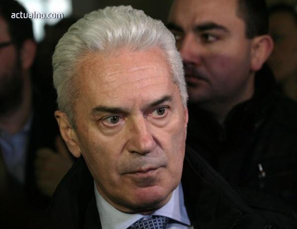 photo of Сидеров: Не мога да ида спокойно на сватбено пътешествие, Симеонов да не подава оставка