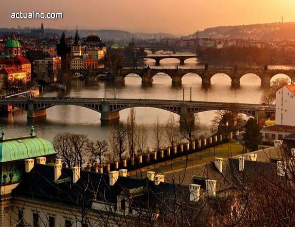 photo of Мост рухна в Прага