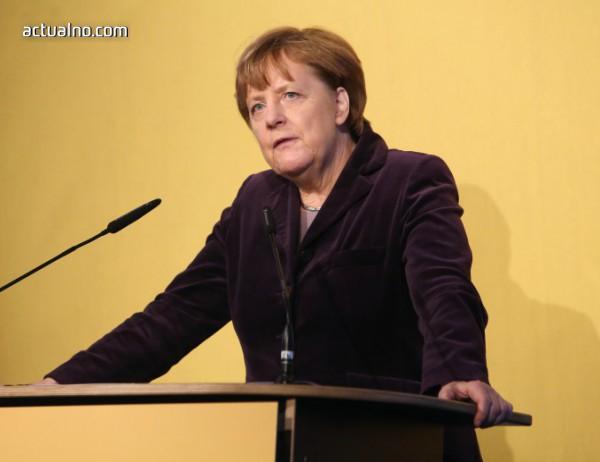 photo of Меркел обеща да няма нарушения на конституцията при задържането на бежанци