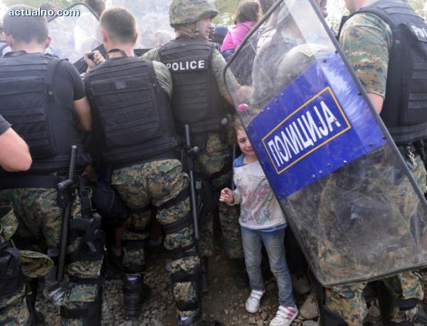 """photo of Федерацията за човешките права: Бежанска криза в Европа няма, има """"криза на приемствеността"""""""