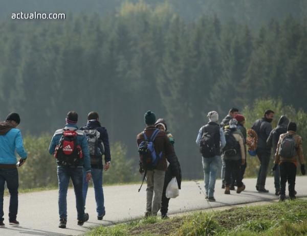 photo of Мигранти твърдят, че са български полицаи са ги били и ограбили на границата