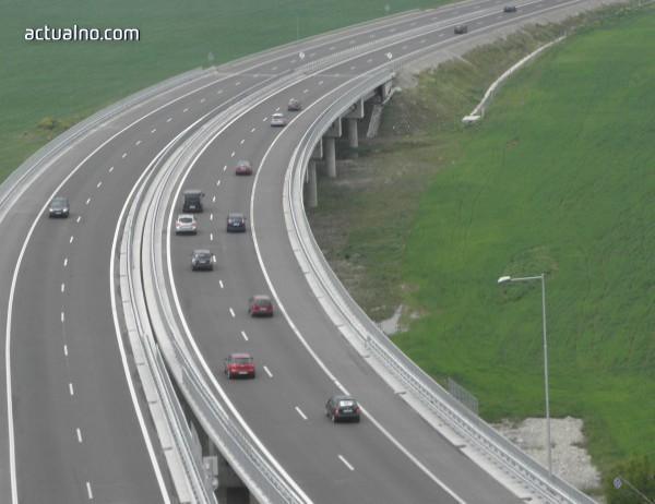 """photo of Натоварен е трафикът по автомагистрала """"Струма"""", главен път Е-79 и второкласен път-19 Симитли – Гоце Делчев"""