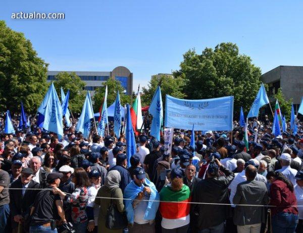 photo of Напрежение в Джебел, полиция разтървава привърженици на ДПС и ДОСТ