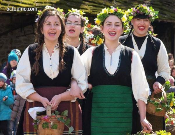 """photo of Младежко фолклорно надиграване организират в """"Етъра"""" за Гергьовден"""