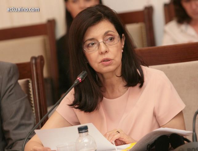 photo of Меглена Кунева пред Actualno.com: Не можем да натоварим учителя с проблемите на цялата държава (ВИДЕО)