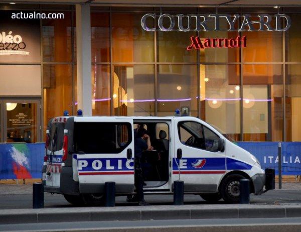 photo of Шофьорът на колата, врязала се в полицейски бус на Шанз-Елизе, вероятно е мъртъв